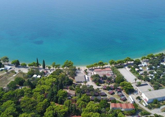 Resort Kamp Dalmacija Zaostrog Bungalovi 2+2 GARANCIJA NAJNIŽE CIJENE